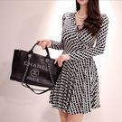 VK精品服飾 韓系淑女氣質時尚優雅V領花色高腰長袖洋裝