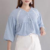 Poly Lulu 條紋拼接蕾絲V字小立領上衣-藍【91080438】