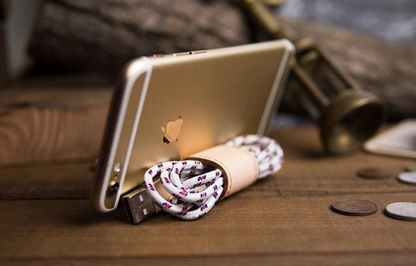 【創意小物】多功能皮革鑰匙圈 Keychain Stand - 本色 Original [可客製雷雕文字,需加購] 捲線器、立架