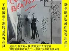 二手書博民逛書店Cecil罕見Beaton: A Retrospective b