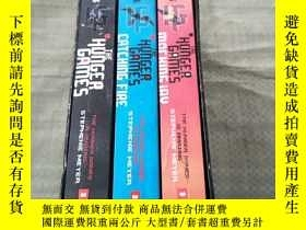 二手書博民逛書店THE罕見HUNGER GAMES(飢餓遊戲三部曲)盒裝Y631