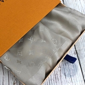 BRAND楓月 LOUIS VUITTON LV 路易斯威登 淡金色 原花 壓紋 絲巾 圍巾 方巾 配件