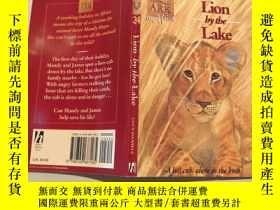 二手書博民逛書店lion罕見by the lake 湖邊的獅子Y200392 不祥