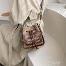 寬肩帶小包包女包新款夏時尚水桶包法國小眾質感單肩斜背包包【全館免運】