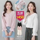 【五折價$450】糖罐子V領縮口袖素面排釦上衣→預購【E50942】