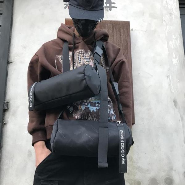 時尚潮男單肩包潮流街頭戶外斜背包小包圓筒形包運動斜背包後背包 小明同學
