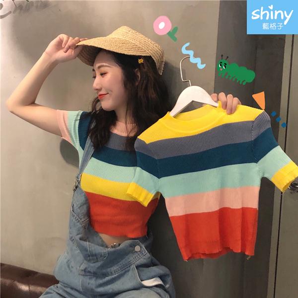 【V9249】shiny藍格子-柔美微薰.復古彩虹條紋圓領短款針織短袖上衣