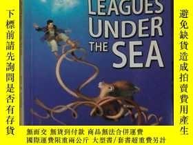 二手書博民逛書店英文原版罕見20,000 Leagues Under The Sea by Jules Verne 著Y278