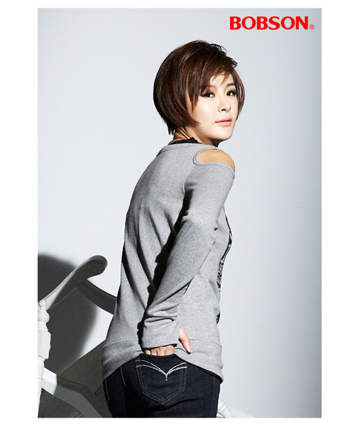 【BOBSON】女款印圖裸肩長袖上衣(33087-82)