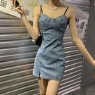 牛仔洋裝 牛仔吊帶連身裙女夏季新款修身顯瘦氣質設計感小個子辣妹裙子