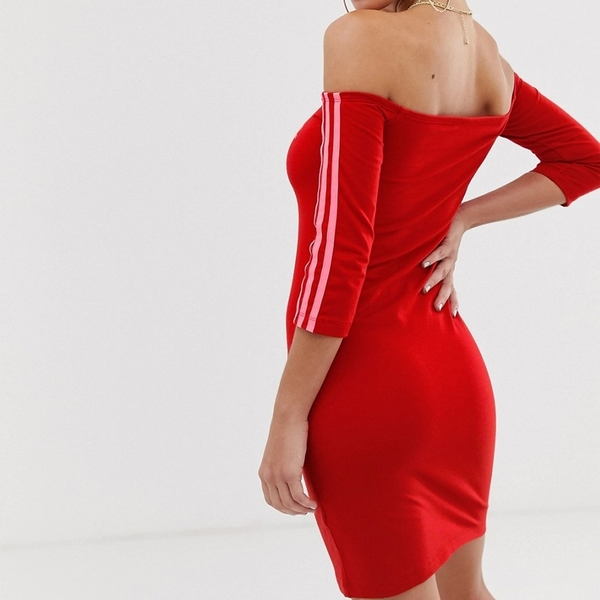 ADIDAS 運動洋裝 ORIGINALS 紅 三線 一字領 露肩 連身裙 女 (布魯克林) ED7522
