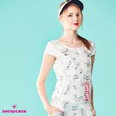 【SHOWCASE】率性塗鴉印花V領吊帶短褲(白)