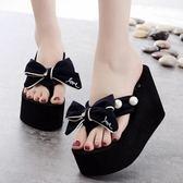 夏季厚底拖鞋女韓版蝴蝶結人字涼拖度假防滑高跟坡跟沙灘夾腳拖鞋『潮流世家』