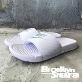 Nike Wmns Benassi JDI 全白 白銀 LOGO 拖鞋 運動拖 女 ( 布魯克林 ) 2018/7月 343881-102