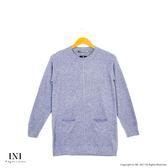 【INI】柔感舒適、小口袋織紋圓領針織毛衣.灰色