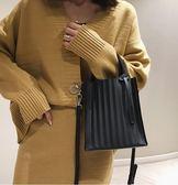 手提包 高級感包包洋氣女包2019新款潮韓版百搭斜背包果凍條紋單肩手提包 免運 艾維朵