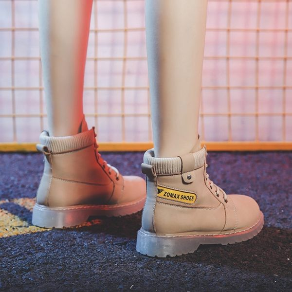 大尺碼女鞋 時尚顯瘦百搭中跟馬丁靴短靴~3色