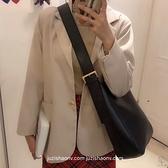 斜背水桶包簡約女韓版時尚復古百搭側背包【小酒窩服飾】