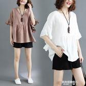 夏裝新款胖mm寬鬆V領加肥加大碼女裝棉麻t恤蝙蝠袖上衣娃娃衫  凱斯盾數位3C