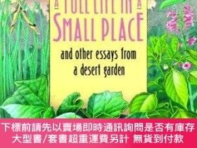 二手書博民逛書店A罕見Full Life in a Small Place and Other Essays from a Des