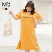 Miss38-(現貨)【A05693】大尺碼短袖洋裝 字母印花 休閒開叉 寬鬆純棉 過膝長版連身裙 - 中大尺碼女裝