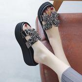 涼拖鞋女夏外穿新款鬆糕厚底海邊懶人一字拖時尚水鑚室外沙灘 草莓妞妞