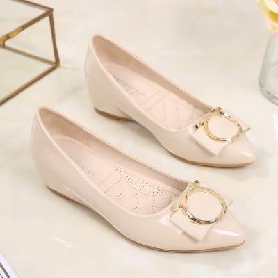 漆皮鞋 豆豆鞋女百搭尖頭淺口漆皮社會平底淑女中坡跟單鞋    琉璃美衣