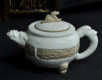 汝釉瓷浮雕龍壺