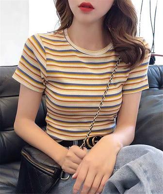 小衫t恤短版上衣鎖骨t恤女短袖修身彩虹條紋體恤法式方領短款上衣1F064-A.胖丫