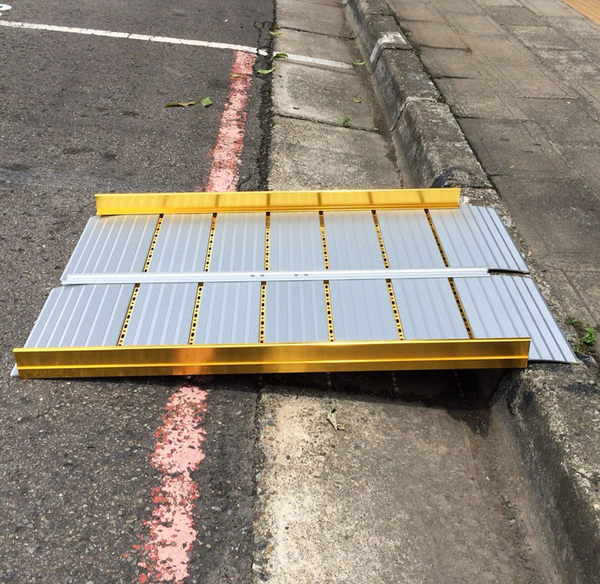 兩片折合式斜坡板  55CM