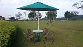兄弟牌PE藤椅80cm桌+四椅共七件組(含綠色九尺玻纖陽傘及12KG鑄鐵傘座)BROTHER戶外休閒傢俱
