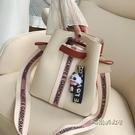 包包女2020新款流行寬帶單肩斜挎包韓版百搭大容量休閒撞色水桶包「時尚彩紅屋」