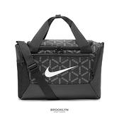 NIKE 側背包 黑色 旅行袋 行李袋 單肩包 (布魯克林) DA8226-010