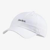 NIKE JUST DO IT 白 小LOGO 標語 可調式 棒球帽 老帽 男女 (布魯克林) CQ9512-100