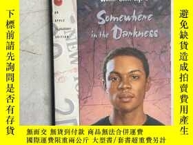二手書博民逛書店Somewhere罕見in the Darkness(英文原版)