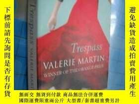 二手書博民逛書店Trespass罕見侵入 by Valerie Martin 英