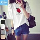 【V2919】shiny藍格子-可愛滋味.草莓字母印花圓領短袖上衣