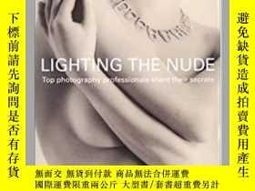 二手書博民逛書店Lighting罕見the Nude: Top Photogra