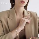 手鍊 珍珠手鍊女潮小眾設計高級感圓盤手鐲簡約時尚氣質冷淡風手飾 愛丫 免運