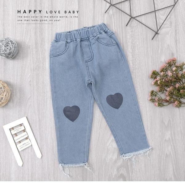 愛心圖案抽鬚褲管口袋牛仔褲 丹寧 長褲 淺灰藍 素面 百搭 女童裝 女童長褲 女童牛仔長褲