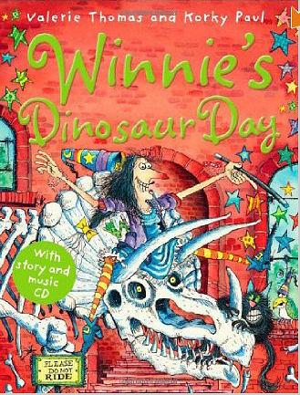 【麥克書店】WINNIE DINOSAUR DAY /英文繪本附CD /巫婆黑貓《主題:萬聖節》
