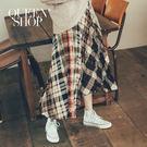 Queen Shop【03020596】彩色幾何格紋刷色百褶長裙*現+預*