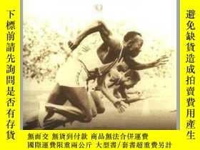 二手書博民逛書店Triumph:罕見The Untold Story of Jesse Owens and Hitler s Ol