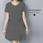 休閒洋裝--氣質舒適棉質圓領個性條紋顯瘦短袖洋裝(黑L-3L)-D470眼圈熊中大尺碼