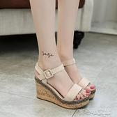厚底涼鞋 韓版坡跟女一字扣帶絨面超高跟涼鞋純色露趾厚底防水台魚嘴鞋女鞋 17育心
