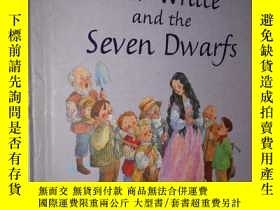 二手書博民逛書店Snow罕見White and the Seven Dwarve