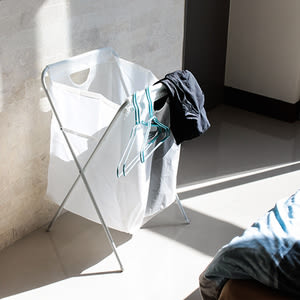 附架洗衣籃-70L【樂嫚妮】收納籃 髒衣籃 可收折附架洗衣籃J016-白