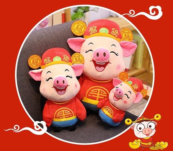 【22公分】恭喜發財小豬抱枕 豬仔娃娃 財神爺豬 吉祥物 黃金豬 節慶道具 禮物 聖誕節交換禮物