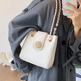 水桶包 高級感包包女2021新款潮時尚鏈條腋下包網紅水桶包百搭單肩斜挎包  卡洛琳