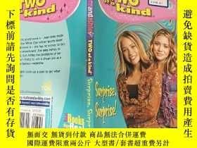 二手書博民逛書店two罕見of a kind :兩種一.種Y200392